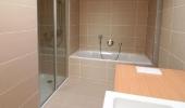 Bad mit extrabreiter Dusch-Nische -